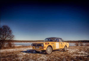 yellow-gaz-near-lake